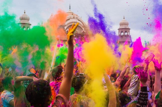 Lancé des couleurs de Holi